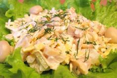 Салат из куриных грудок с шампиньонами