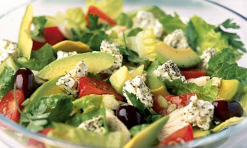 Салат из авокадо с курицей и сыром