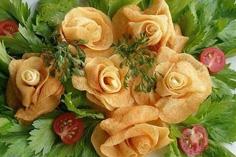 Розы из картофеля фри